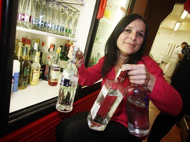 Uklízení alkoholu po vyhlášení prohibice.
