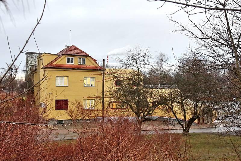 Českobudějovický zubař Petr Kulovaný si nechal postavit dům - sochu, který navrhl Michal Trpák.