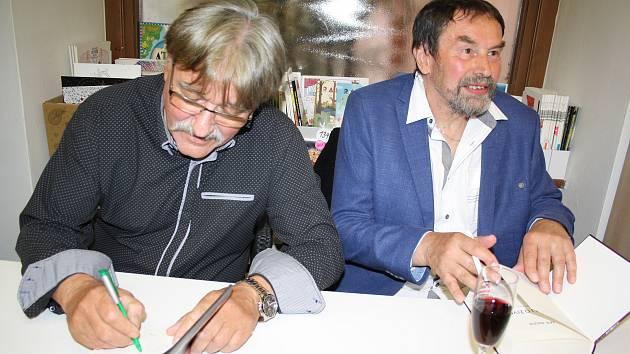 Jan Bauer a František Niedl vydali další historické tituly, které ve čtvrtek vypustili do života na společném křtu a autogramiádě.