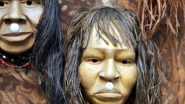 Otto Placht, malíř jihoamerické džungle, se představuje v českokrumlovském Egon Schiele Art Centru. Výstava Duše pra/lesa přináší ještě díla syna šamana Dimase Paredese Armase a Jaroslava Hněvkovského.