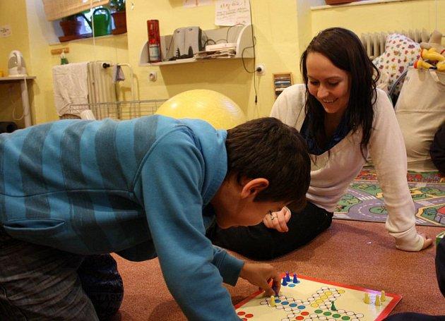 Nikola Erhartová se věnuje dětem ráda.