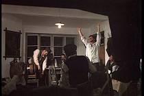 Záběr z filmu Postřižiny.