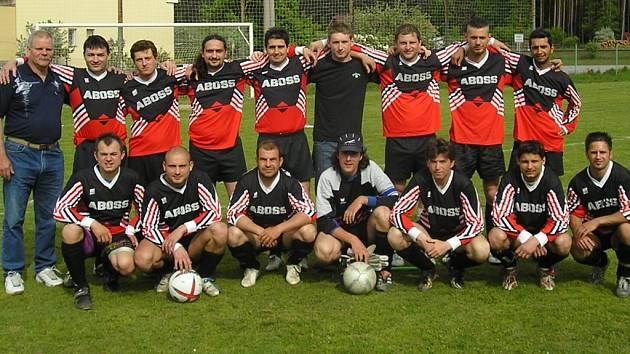 Horní řada zleva: L. Klícha (trenér),  Koclíř,  S. Knytl, Horský, P. Filištein, Š. Ohrazda, R. Klícha,  Švestka, M. Filištein, (dole zleva):  Mach, Beránek, Liška, T. Knytl, F. Ohrazda, Hajný, J. Ohrazda. Chybí Luksch, Hejl,  Ševčík, Kučera a Vejskrab.