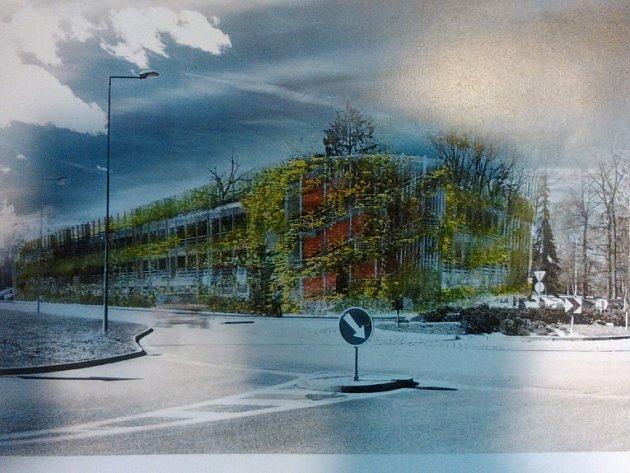 Dům pro více než 450 vozidel má u českobudějovické sportovní haly vyrůst do pěti let. Stavba vyjde zhruba na 70 milionů korun. Železobetonovou konstrukci přikryje speciální síť, která poroste zelení.