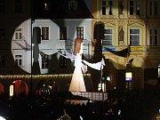 Přílet anděla na českobudějovické náměstí.