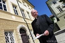 Biskup Schraml se těší na důchod.
