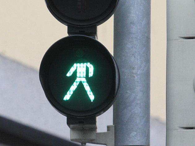 Přelepený semafor v českobudějovické ulici Na Sadech u Polikliniky Sever.