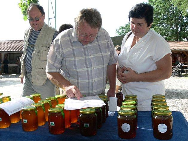 Celá sobota patřila na letním parketu v Břehově biopotravinám. Zájemci se zde mohli více dozvědět o ekologickém zemědělství či si koupit biopotraviny.
