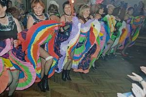 Činnost místní organizace Českého červeného kříže Lipanovice se nesoustředí jen na zdravotnické úkoly. Pořádá tradičně i ples, kde k překvapení patřil kankán.