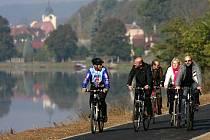 Z Týna nad Vltavou na snímku se dostanete po nové cyklostezce až do Litoradlic. Odtud můžete pokračovat přes Purkarec a Hlubokou až do Budějovic.