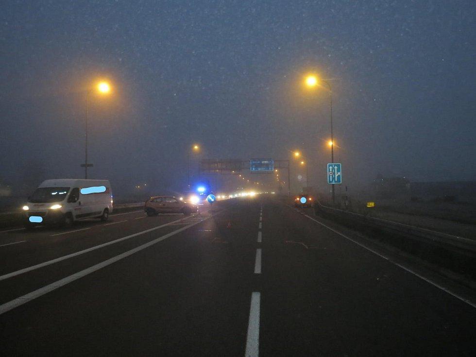 Kvůli ranní nehodě za kruháčem v Českých Budějovicích vznikaly dlouhé kolony.