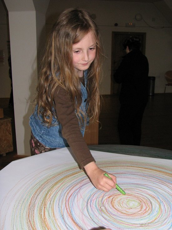 Tři patra píseckého kulturního prostoru Sladovna rozehrál Petr Nikl a jeho interaktivní výstava Play. Baví se děti i dospělí.