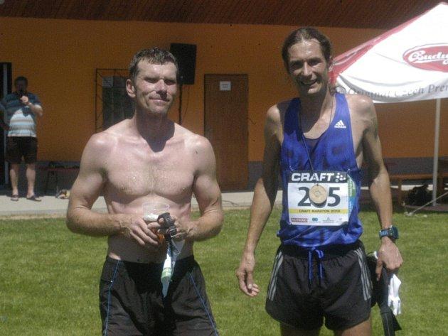 Maratónskou trať na letošním Silva Nortica Runu zaběhl nejrychleji Daniel Orálek (vpravo)