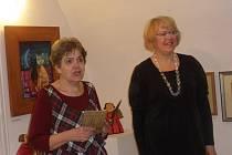Dagmar Blümlová a Renata Štolbová (vpravo) při křtu knížky Františka Halase.