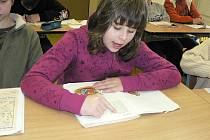 Čtení v hodině českého jazyka v Základní speciální a praktické škole v Trhových Svinech.