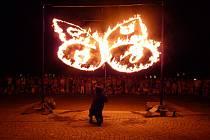 Divadlo Kvelb z Českých Budějovic bodovalo v létě na festivalu v německém Rudolstadtu a slovinské přehlídce Histeria. Snímek z představení Motýli.