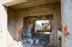 Na místě nedostavěné raketové základny, kterou před revolucí v Homolích budovali vojáci, možná vyroste nová ženská věznice.