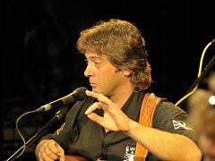 Jan Brož z kapely Devítka napsal vtipnou cover verzi Nohavicova hitu Pane prezidente.