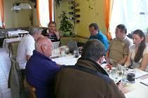 Setkání organizačního štábu turnaje v hotelu Kilián v Loučovicích