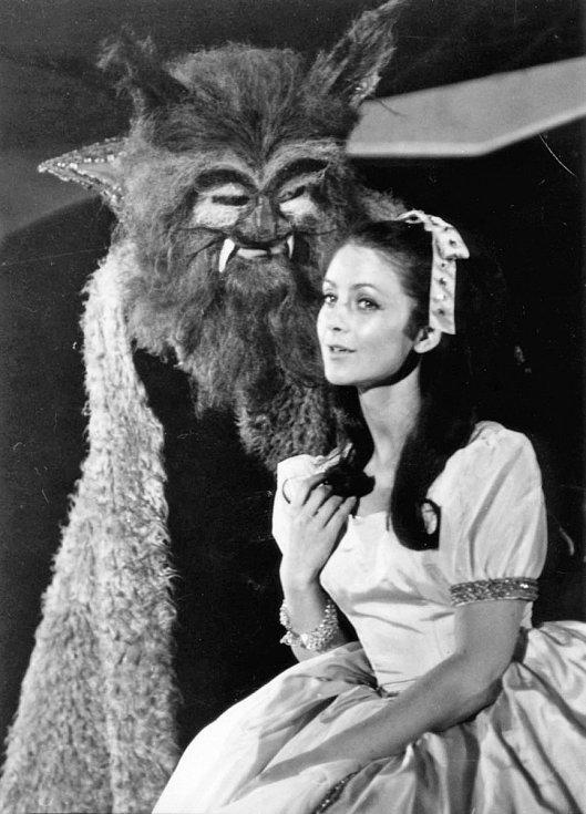 Na snímku ze hry Kráska a zvíře, 1970.