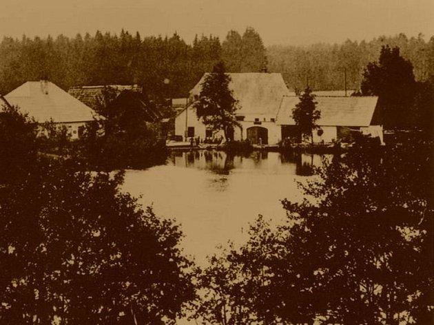 Nové Mlýny byly součástí obce Peršlág. Do nástupu nacistů tu bez problémů dohromady žily generace českých a německých obyvatel.