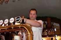Pivovary na jihu Čech zdraží kvůli zvýšení cen sladu a chmele, ale i energií od prosince své pivo. Producenti většinou doporučují ceny jednotlivých druhů piva, které se na trhu často liší.