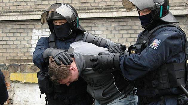 V rukou jihočeských kriminalistů skončili dva Moraváci, kteří okradli přes 120 seniorů. Ilustrační foto