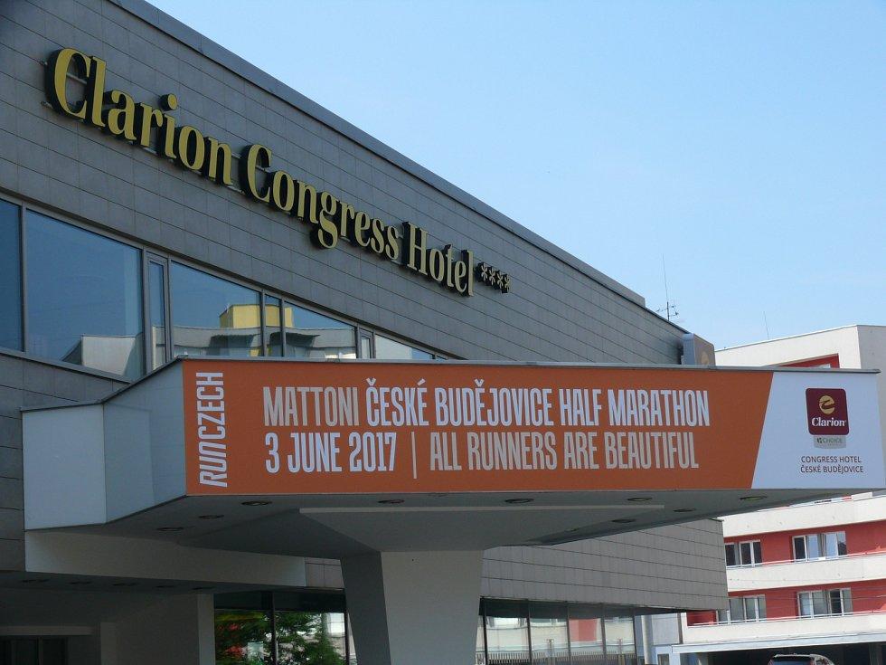 V sobotu se v 18.30 rozeběhne šestý ročník Mattoni 1/2Maratonu České Budějovice. Na jeho start se postaví celkem 3 500 vytrvalců z 37 zemí světa.  V čele startovního pole bude hvězda vytrvalostního běhu Wilson Kipsang