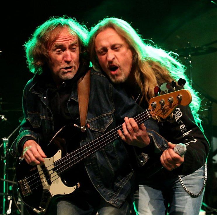 Na Svatováclavských slavnostech v Českém Krumlově hrála 26. září rocková Supergroup. Na snímku Vladimír Guma Kulhánek a Kamil Střihavka.