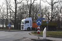 Objízdná trasa pro nákladní dopravu vede kvůli uzavírce u Vodňan také přes Hlubokou nad Vltavou.