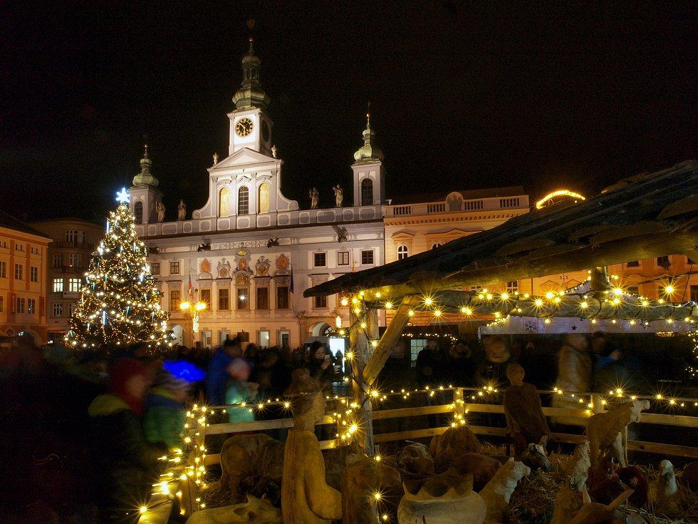 Atmosféra adventu na budějovickém náměstí.