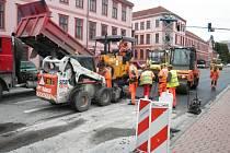 O víkendu pracovníci společnosti Strabag dokončovali rekonstrukci křižovatky ulic Mánesovy a Lidické v Českých Budějovicích.