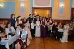 Věneček si v sobotu užili ve vltavotýnské Sokolovně účastníci tanečního kurzu.