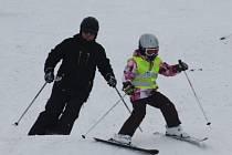 Tento víkend si lidé užívali první spuštění lyžařského vleku v Dubičném.