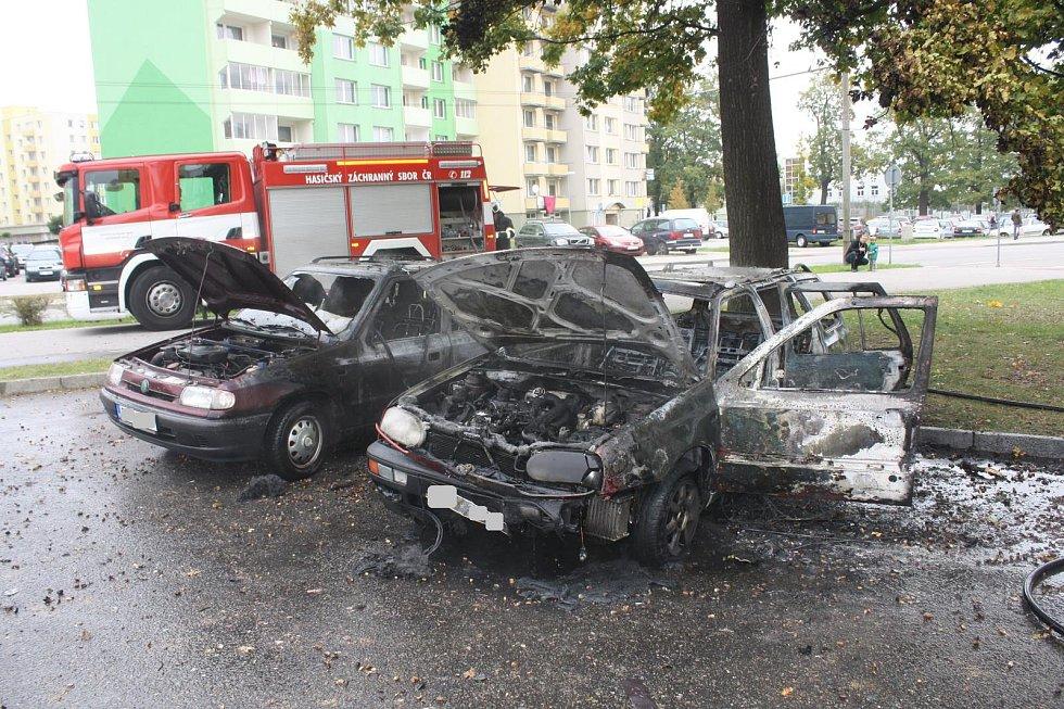 Hořící vozidlo v ulici Antonína Barcala