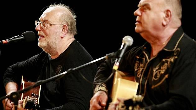 Jan a František Nedvědovi odehrají jediný letní koncert na jihu Čech v pátek v zahradě třeboňského zámku.