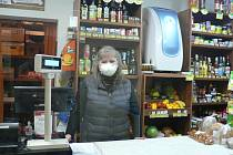 Malý obchod v Záboří na Českobudějovicku vede Sylva Telínová.