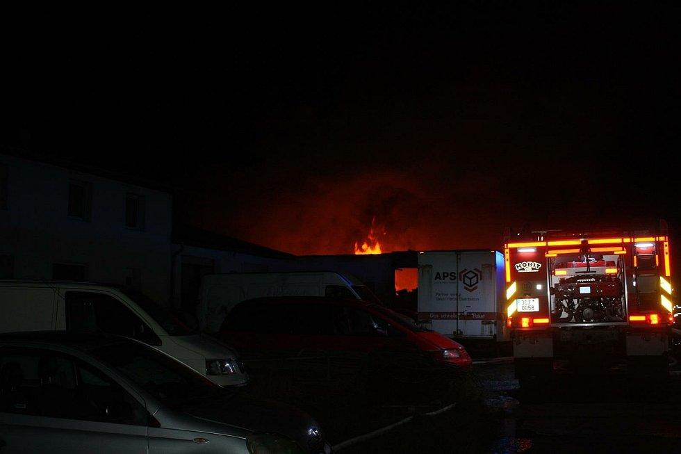 Požár skladu v Jílovicích způsobil škodu za téměř milion korun.