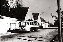 Trolejbus Vetra po roce 1949 na konečné v Rožnově.