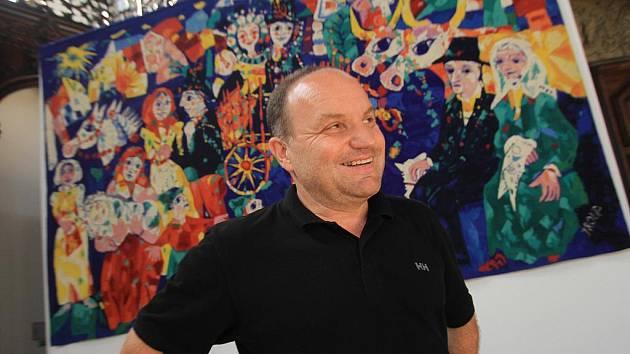 Výstava Miloslava Troupa na Hluboké. Na snímku synovec umělce Zdeněk Troup.