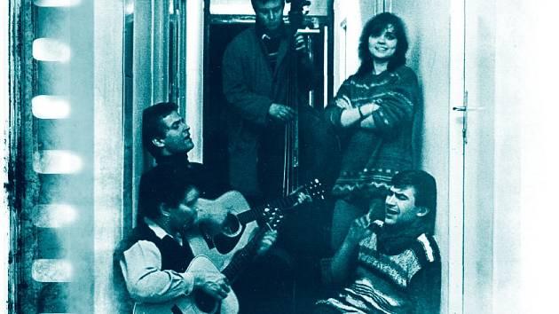 Po unikátních nahrávkách Minnesengrů a Pavlíny Braunové vychází další vzácná deska polozapomenuté skupiny z 80. let, vítěze Porty. Skupina Bonsai patřila v 80. letech k nejzajímavějším folkovým kapelám podobného rodu, jako byly skupiny Nerez či Čp. 8.