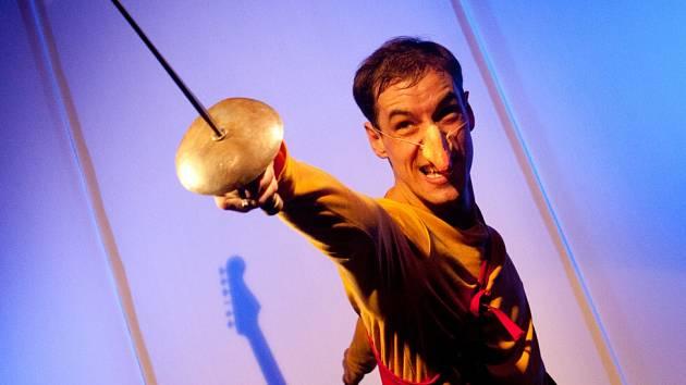 Malé divadlo zahájilo sezonu představením Jak jsem byl Cyrano. Je to monodrama herce Marka Menšíka.