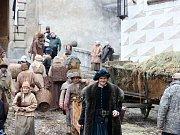 V Českém Krumlově se 2. listopadu natáčel německý historický film o reformátorovi Martinu Lutherovi. Dvoudílný film odvysílá příští rok německá stanice ZDF. Na snímku v popředí Fabian Hinrichs, hraje podřízeného saského kurfiřta Fridricha III.