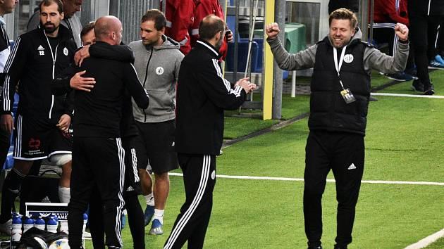 Trenér David Horejš své hráče po výhře s Olomoucí chválil, bude se radovat i v neděli v Karviné?