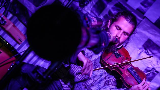 Vojta Violinist zahraje v Horké vaně. Foto: Archiv Vojta Violinist