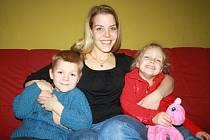 """""""Nebyla jsem nic, když jsem neměla práci."""" říka dvojnásobná maminka Daniela Oškrdová. Kromě jejich dětí jí dělá radost i brigáda, díky které získala zpět svoje sebevědomí."""