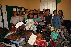 Do sbírky pro letošní Kabelkový veletrh přispěly 150 kabelkami, spoustou šátků, dětských knih a bižuterie členky TJ Sokol Lišov.
