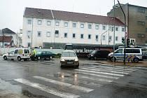 Jedna z červencových nehod na křižovatce Mánesovy a Novohradské.