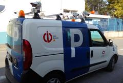 Kamery na střeše vozu parkovací služby nasnímají více registračních značek, než stíhali strážníci. Riziko odhalení neuhrazení parkovného  je mnohem vyšší než dříve.
