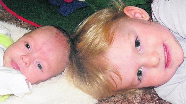 Jana a Jan Česákovi z Hvozdce přivedli na svět syna Honzíka. Narodil se 10.11.2010 a vážil 2,95 kg.Domauž na něj čekala dvouletá sestra Anička.